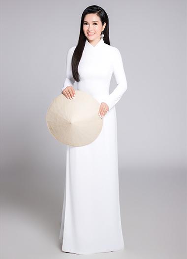Hoa hau Bich Phuong Toi nhan thuong mot chiec xe dap luc dang quang