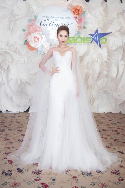 lan khuê diện váy cưới làm vedette - 3