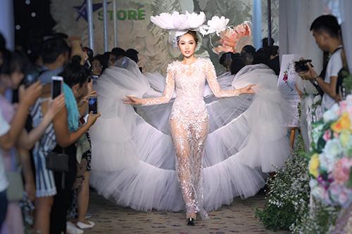 phan quốc an ra mắt váy cưới ren xuyên thấu - 8