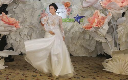 phan quốc an ra mắt váy cưới ren xuyên thấu - 4