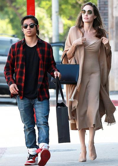 Jolie dua Pax Thien di an trua sau thỏa thuạn vói Brad Pitt