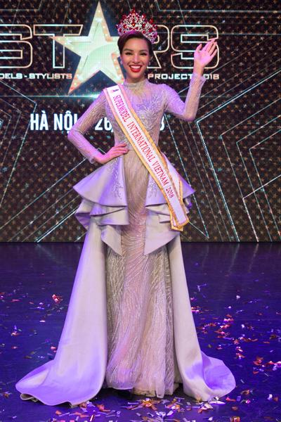 khả trang được đề cử thi siêu mẫu quốc tế 2018 - 1