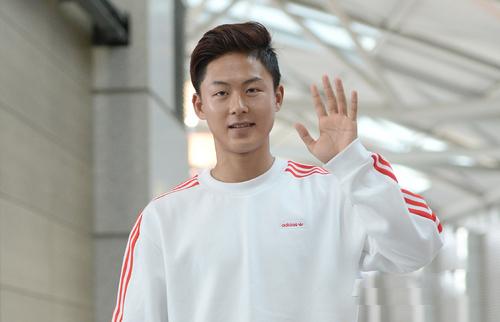 gu mặc tối giản của messi hàn lee seung woo - 4