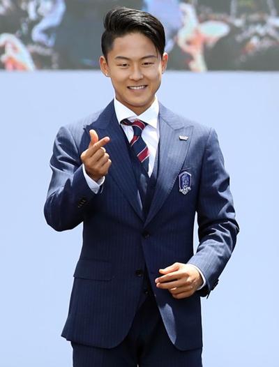gu mặc tối giản của messi hàn lee seung woo - 9