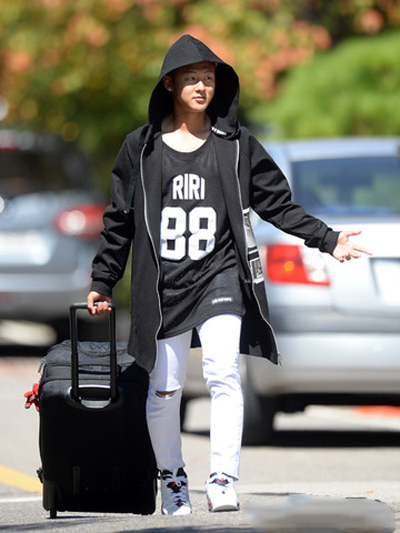 gu mặc tối giản của messi hàn lee seung woo - 5