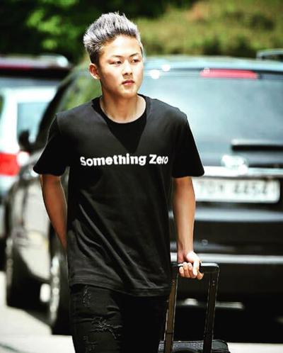 gu mặc tối giản của messi hàn lee seung woo - 6