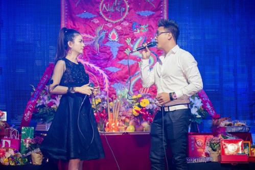 Kristine Thao Lam to chuc le gio to nghe san khau tai My