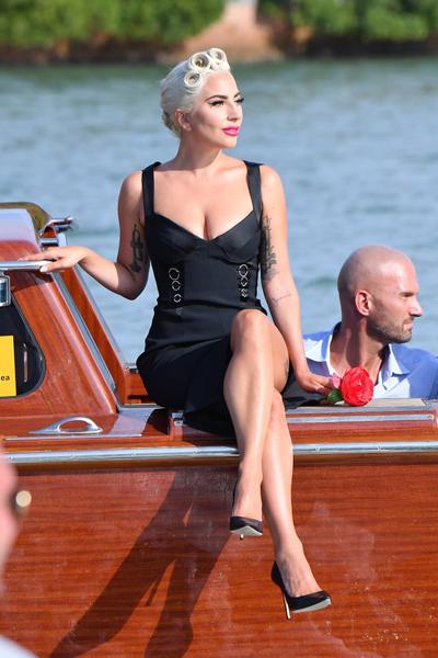 Lady Gaga di taxi duong thuy toi Lien hoan phim Venice