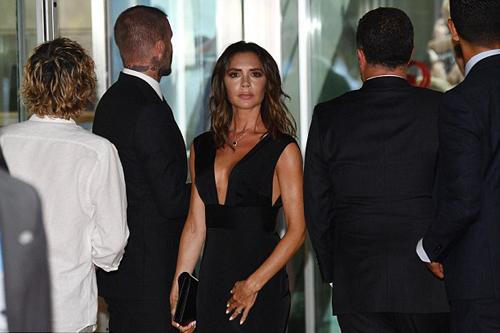 Victoria Beckham mac vay khoet nguc di su kien cung chong