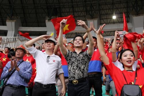 Ngoc Son tang 250 trieu co vu tinh than doi Olympic Viet Nam
