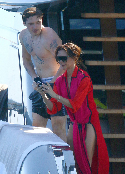 Gia dinh David Beckham di nghi tren du thuyen cua Elton John