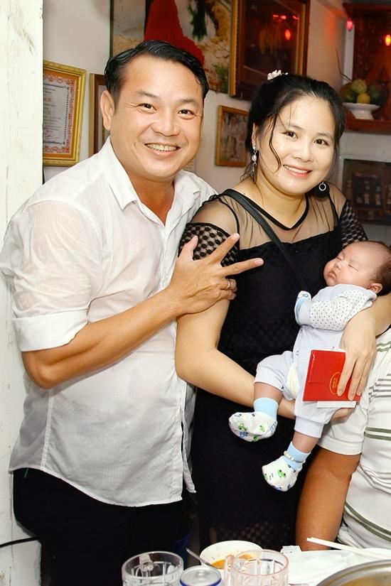 Dai gia dinh Quyen Linh hoi ngo mung day thang chau