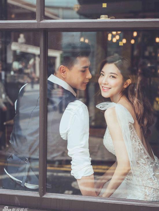 Sao TVB Tran Trien Bang cuoi vo kem 13 tuoi