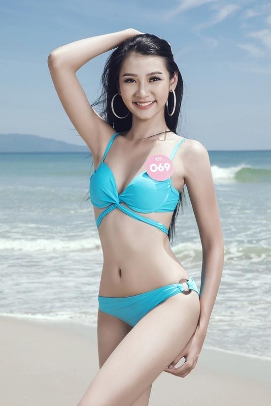 Nguoi dep Hoa hau Viet Nam mac bikini tao dang truoc bien