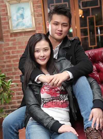 Nhung my nhan chau A chiu ap luc sinh con voi chong tre