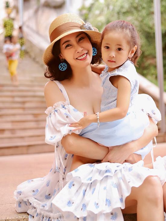 Ha Kieu Anh du lich truoc dem cham chung ket Hoa hau Viet Nam