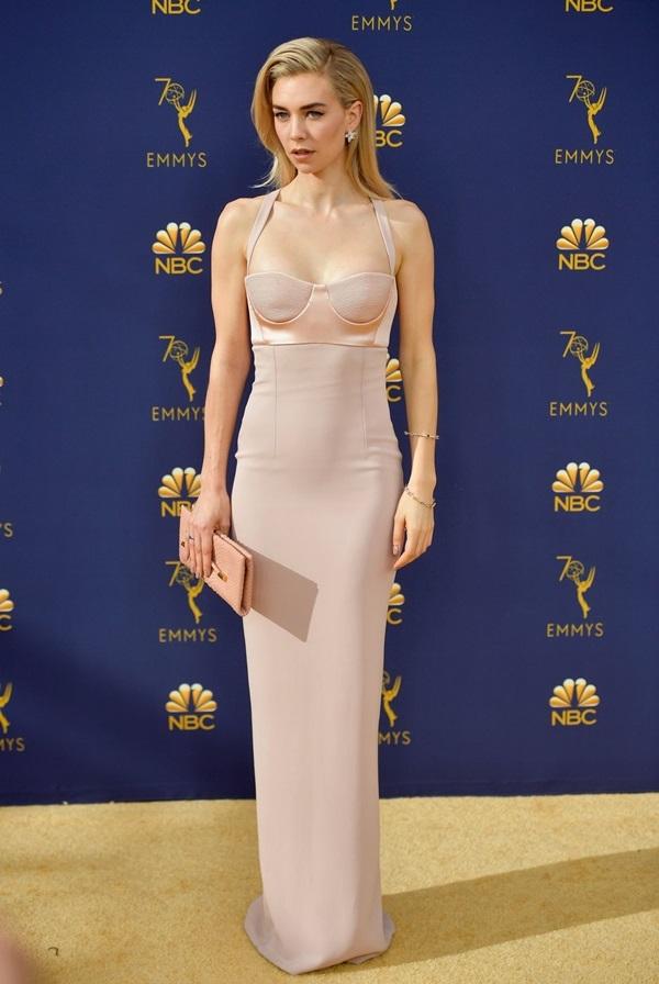 Mỹ nhân Hollywood khoe ngực trên thảm đỏ Emmy 2018