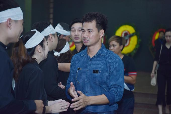 Xuan Hinh va cac nghe si vieng tang dao dien Dong Hong