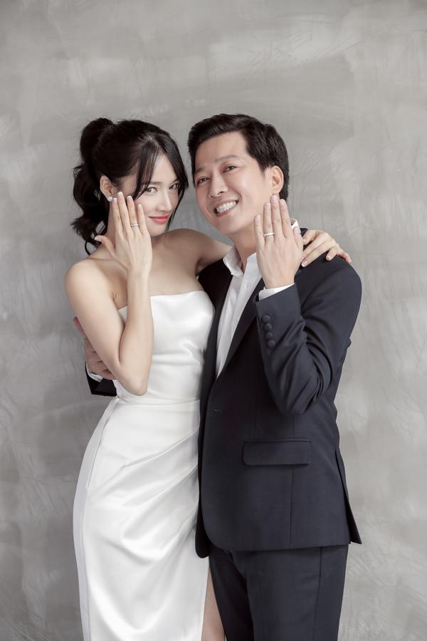 Nhã Phương, Trường Giang mang dép tổ ong chụp ảnh cưới