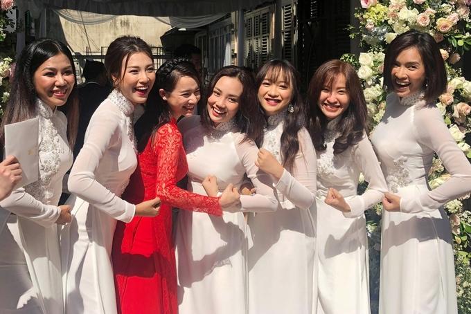 Trường Giang âu yếm Nhã Phương ở lễ rước dâu