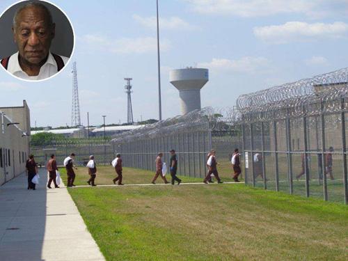 Ben trong nha tù giam danh hài 81 tuỏi Bill Cosby