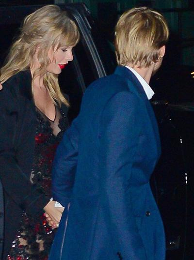 Taylor Swift mac xuyen thau du ra mat phim cua nguoi tinh
