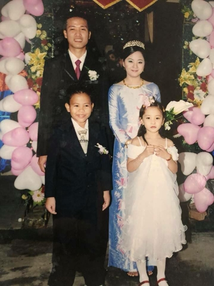 Ảnh thời nhỏ của hoa hậu Tiểu Vy và 2 á hậu