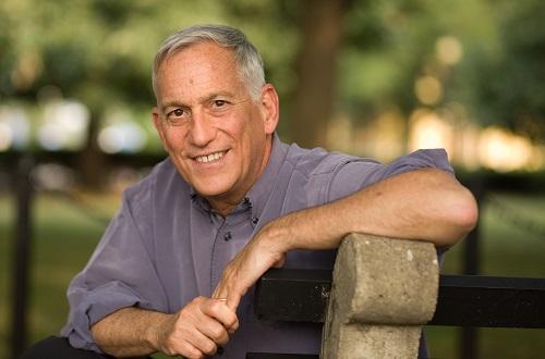 Walter Isaacson sinh năm 1952, là tác giả và nhà báo người Mỹ.