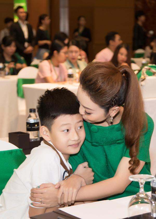 Jennifer Pham danh ngay cuoi tuan ben Bao Nam