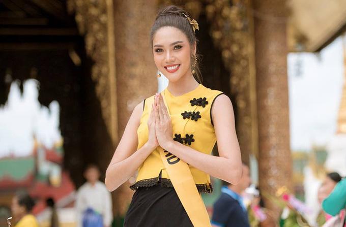 Phương Nga mặc trang phục dân tộc Myanmar