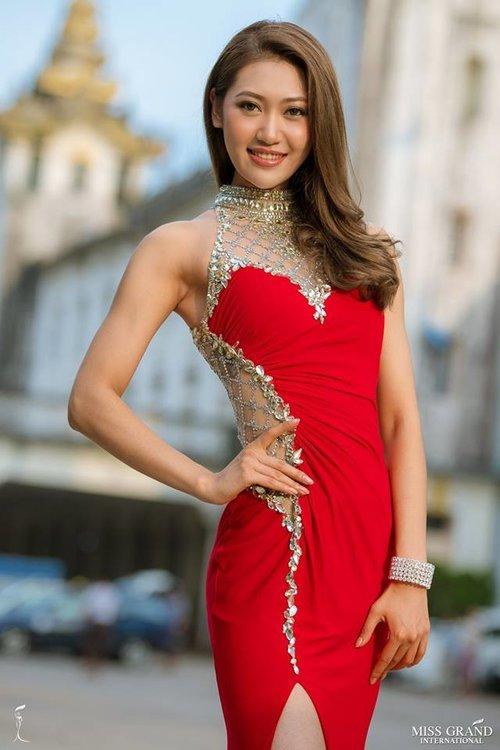 Chân dung Phương Nga bên các thí sinh Miss Grand International