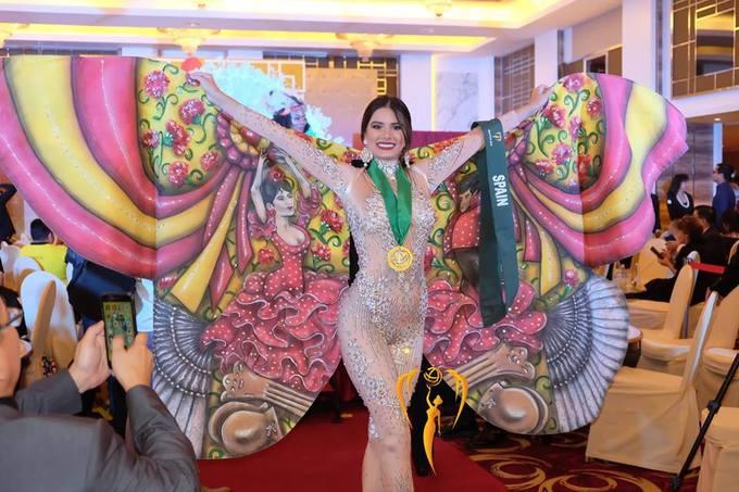 Viẹt Nam gianh huy chuong vang giai Trang phục dan tọc Miss Earth
