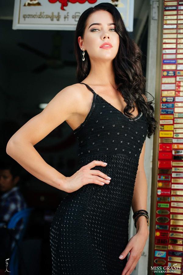 Anh chan dung cua Phuong Nga vao top 9 tai Miss Grand International