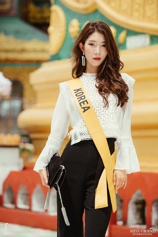 Dan nguoi dep Miss Grand International tham chua cao nhat Myanmar