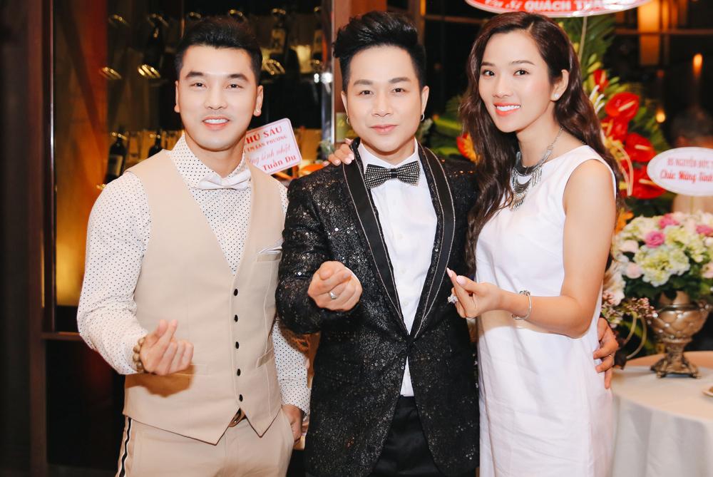 Đồng nghiệp mừng sinh nhật Quách Tuấn Du