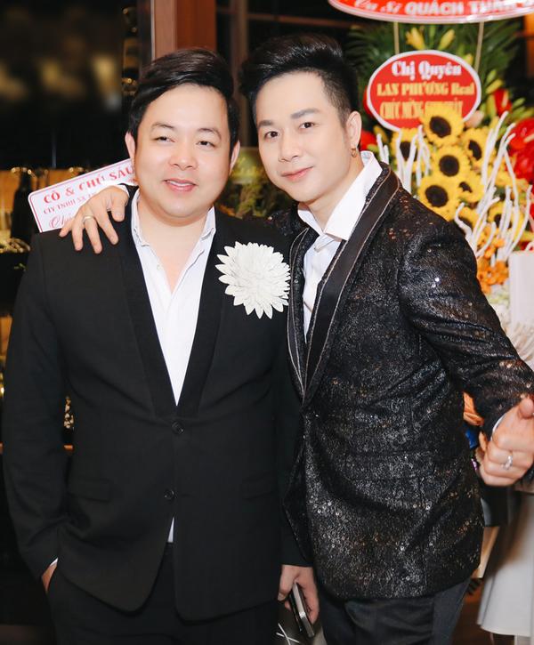 Dong nghiep mung sinh nhat Quach Tuan Du