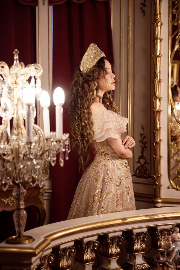Lý Nhã Kỳ hóa công chúa tóc xù