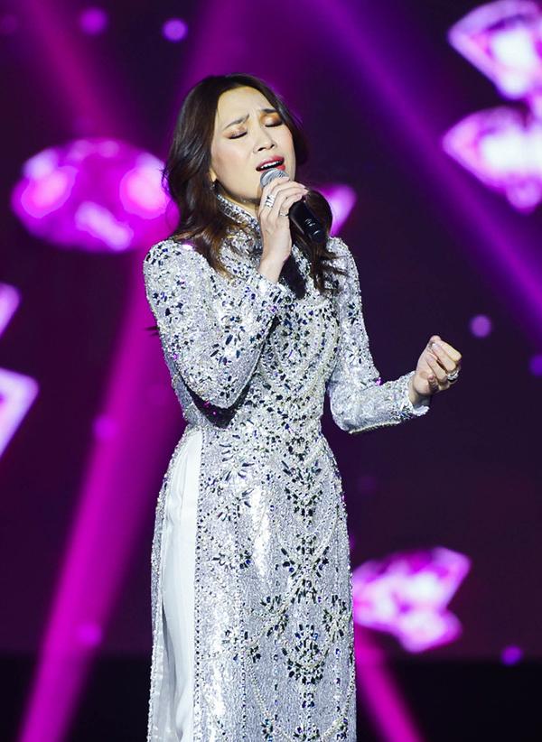 Mỹ Tâm hát trước 4.000 khán giả ở Hàn Quốc
