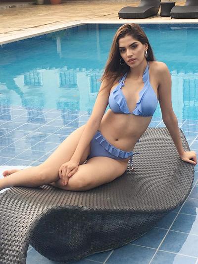 Phuong Khanh dien bikini ben dan thi sinh Miss Earth