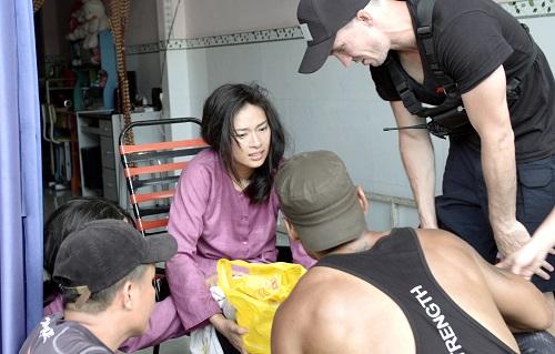 Hình ảnh Ngô Thanh Vân chấn thương trên phim trường.