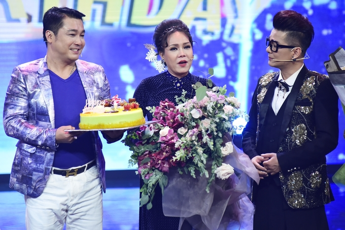 Viet Huong khoc don tuoi 42 ben Ly Hung