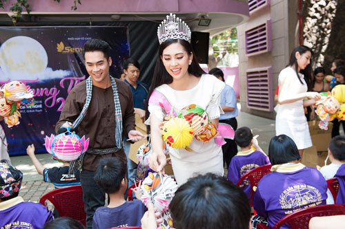 Hoa hau Tran Tieu Vy tu tin du ky nang du Miss World