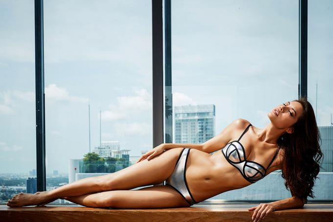 Minh Tú tung ảnh bikini trước ngày thi quốc tế