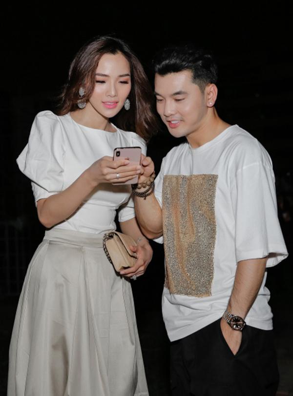 Vo cham chut cho Ung Hoang Phuc di dien