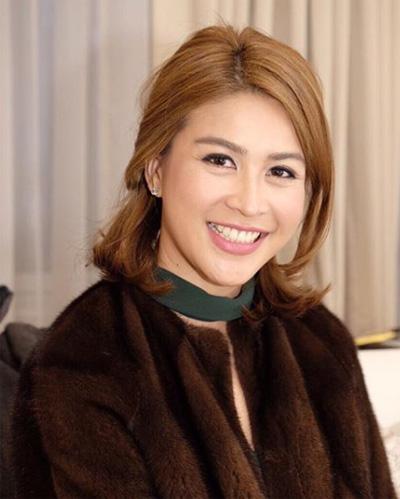 Người đẹp 33 tuổi vốn nổi tiếng ở Thái Lan sau cuộc thi nhan sắc năm 2005. Cô giành ngôi Á hậu 1 tại Miss Universe Thailand 2005. Cùng năm đó, cô được cử đi dự Miss Intercontinental nhưng không giành thứ hạng.