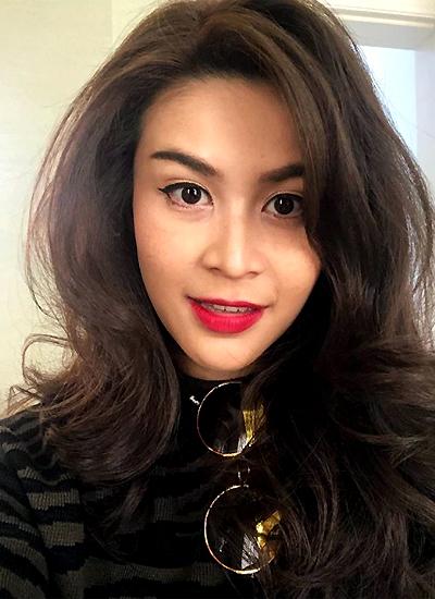 Trạng thái cuối cùng cô đăng trên Instagram là vào ngày 24/10, với bức ảnh selfie cùng dòng chú thích: Thứ tư, môi đỏ.