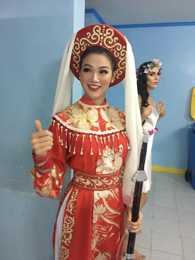 Cũng trong tối 28/10, Phương Khánh mặc đồ nữ tướng đất Việt, thể hiện ca khúc Tiếng trống Mê Linh trong phần thi tài năng nhưng không nhận được giải thưởng nào.