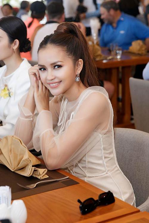 Hoa hau Hai Duong hoi ngo me chong Tang Thanh Ha