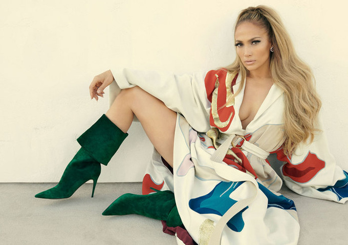 Jennifer Lopez bán khỏa than tren tạp chí