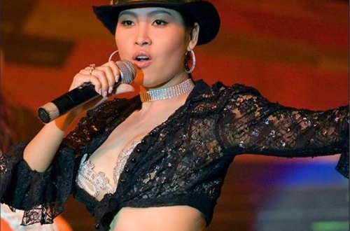 Cuối năm 2002, Minh Thư nổi tiếng nhờ vai Hạnh trong phim Gái nhảy của đạo diễn Lê Hoàng.